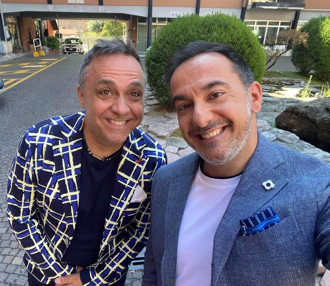 """Piero Mazzocchetti si racconta a """"Decibel"""" e presenta il nuovo singolo """"Il ritmo degli esseri umani"""""""